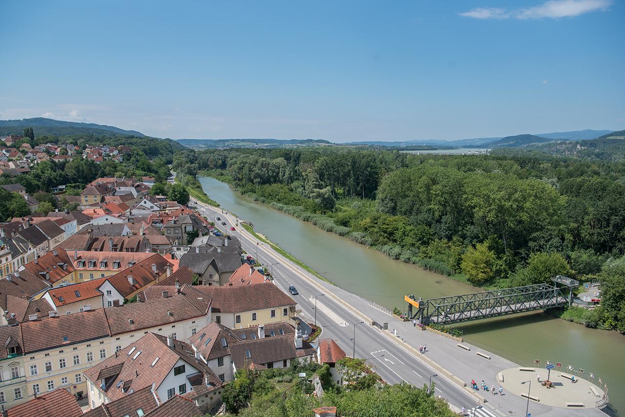 Bildene til venstre er tatt ved Marbach, det til høyre fra klosteret i Melk.