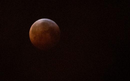 Slik så måneformørkelsen ut fra Bergen. Bildet er tatt klokken 07.44.